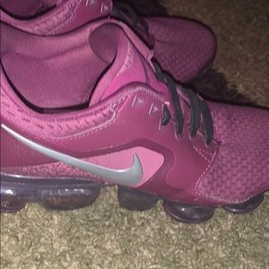 Burgandy Vapormax flynit  like.new
